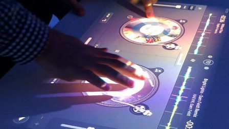 Xperia-touch-dj-app_thumb_main